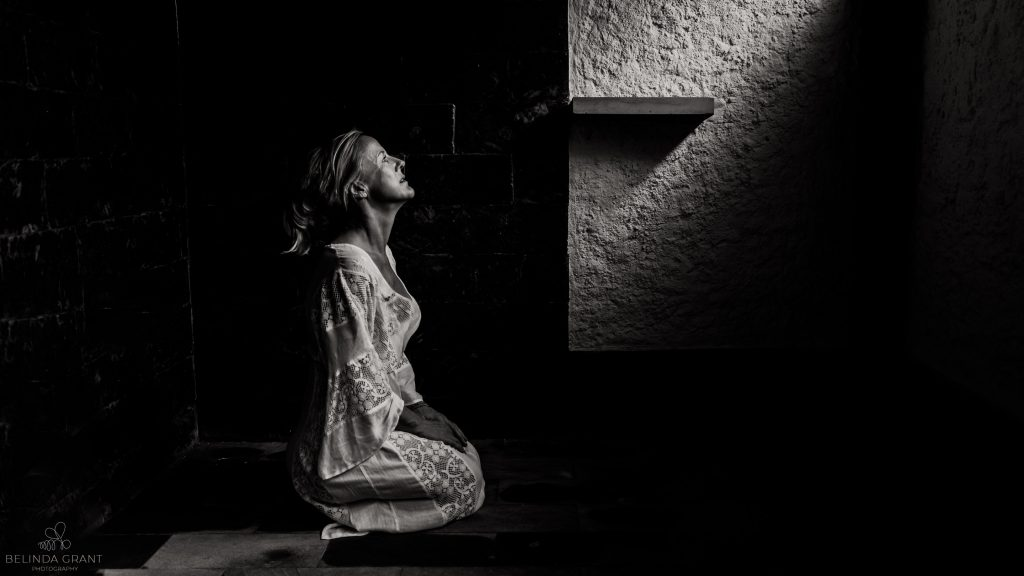 woman kneeling black and white